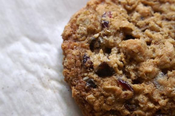recipe: oatmeal date walnut cookies [6]