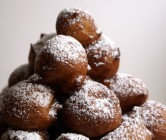 baci di ricotta (ricotta doughnuts).