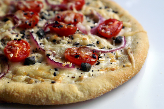 everything bagel pizza.