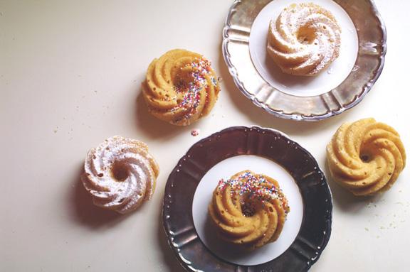 just [tiny] vanilla donut cakes.